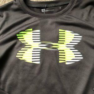 Under Armour Shirts & Tops - Boys size 6 under armour long sleeve shirt NWT